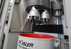 Multi-spindle head of Rösler drag finisher for machining turbine blades and gearing components